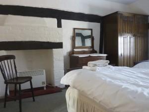 Mistletoe_bedroom2