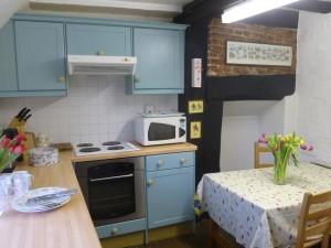 Mistletoe_kitchen:dining3